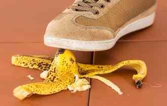 glisser sur une peau de banane