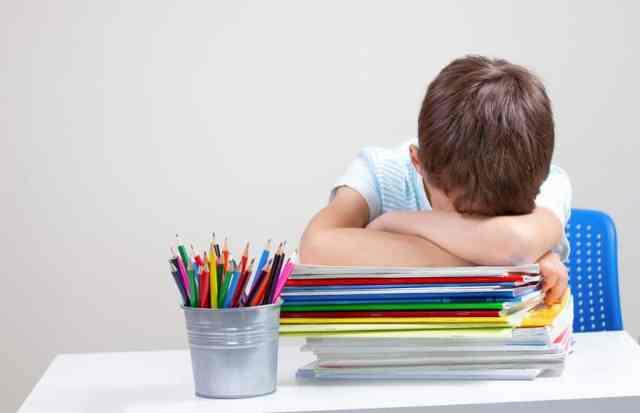 Un enfant dyslexique peut se décourager, le passage de la primaire au collège est une période charnière.
