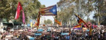 Le 28 octobre 2017, des milliers de catalans défilaient à Barcelone en soutient à la déclaration d'indépendance de la Catalogne. CREDITS / AFP