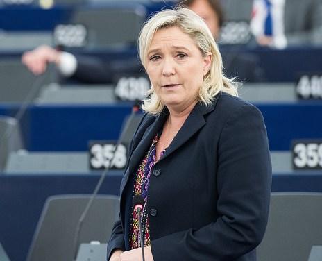 Marine Le Pen doit rembourser 300000€ au Parlement européen avant minuit