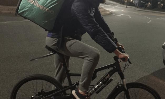 Entre liberté et précarité, le quotidien des livreurs à vélo toulousains
