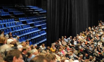 De nombreuses places vides au meeting de François Fillon