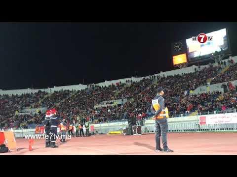 احتجاجات الجماهير التي تابعت مباراة المنتخب المغربي وضيفه المنتخب الكاميروني على الساعة الاضافية.