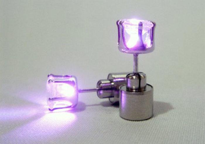 LED ピアス