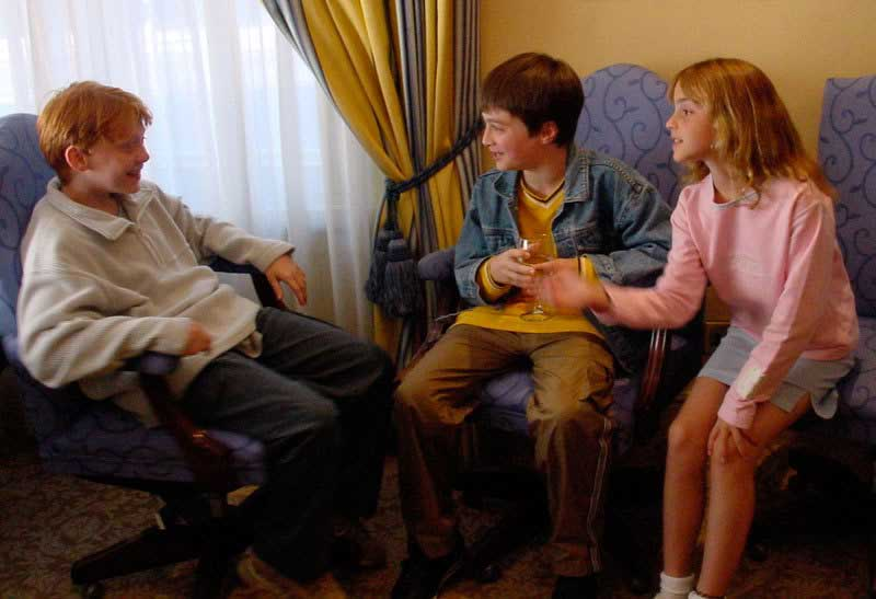 Rupert-Grint-Daniel-Radcliffe-and-Emma-Watson-meeting-for-the-first-time-for-the-filming-of-Harry-Potter-and-the-Sorcerers-Stone
