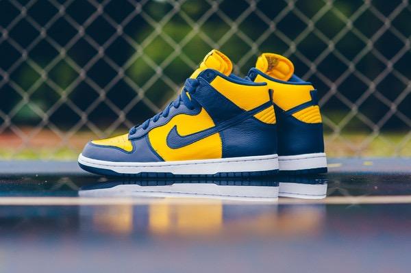 Nike_Dunk_Retro_QS_-_Varsity_Maize-Midnight_Navy_Sneaker_POlitics_HYpebeast_3_grande