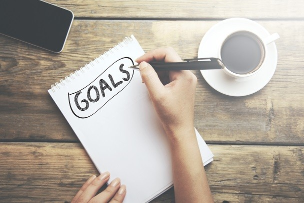 A pad of paper with the word Goals written in ink with a circle around it.