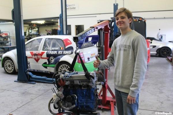 Philipp Bachor und der Motor seines Fahrzeugs © André Wiegold