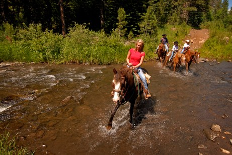 HorsebackRiding00112