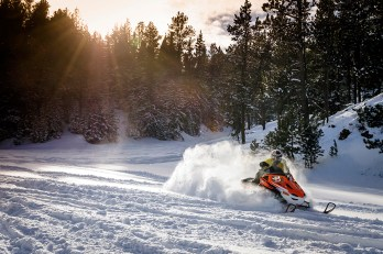 Snowmobiling00243_0