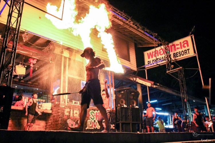 泰國海島行程推薦 沙美島Koh Samed 刺激火舞秀 慵懶的沙灘酒吧 (文末有泰國網路Sim卡資訊)