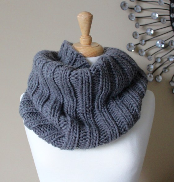 Free Knitting Patterns: Bulky Ribbed Cowl - Leah Michelle Designs