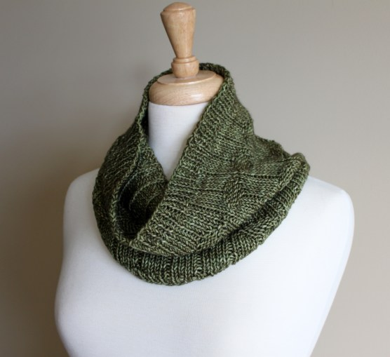 Diamond Purl Cowl