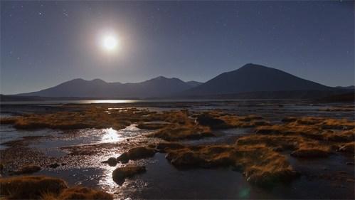 Luna y montañas