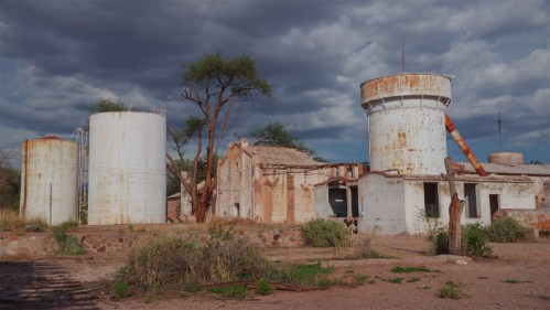 Bodega abandonada y tormenta