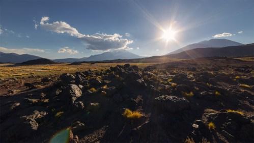 Atardecer y piedra volcánica