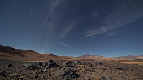 Montañas, piedras y estrellas
