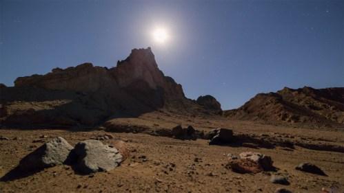 Salida de luna y cerros