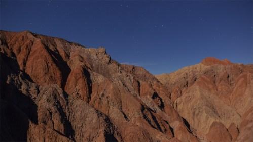 Cerros, sombras y estrellas