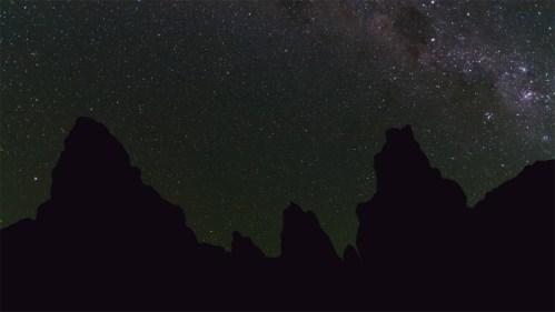 Formaciones rocosas, Vía Láctea y polaris