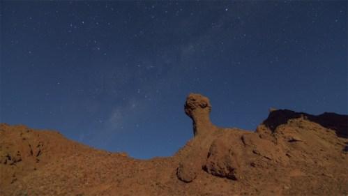 Formación rocosa y Vía Láctea