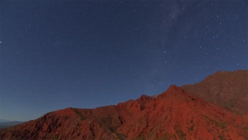 Vía Láctea y cerros colorados