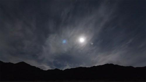 Luna, nubes y estrellas
