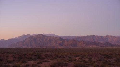 Día a noche y montañas