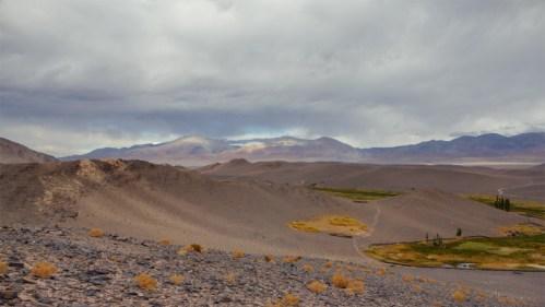 Piedras, nubes y montañas