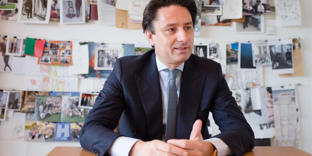 Hermès CEO Axel Dumas, swathed head to toe in crisp, family threads   WSJ