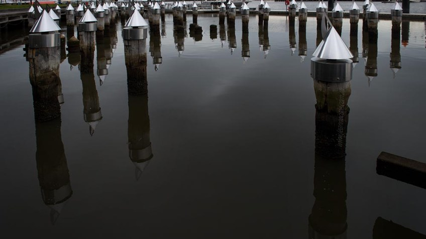 docklands-melbourne-piers-posts-harbour