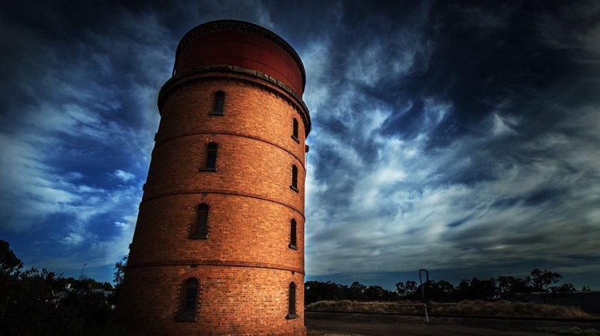 Australia-warracknabeal-water-tower-colour