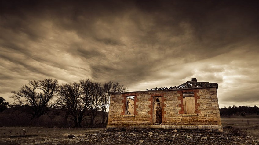 house-abandoned-cairncurran-reservoir-newstead