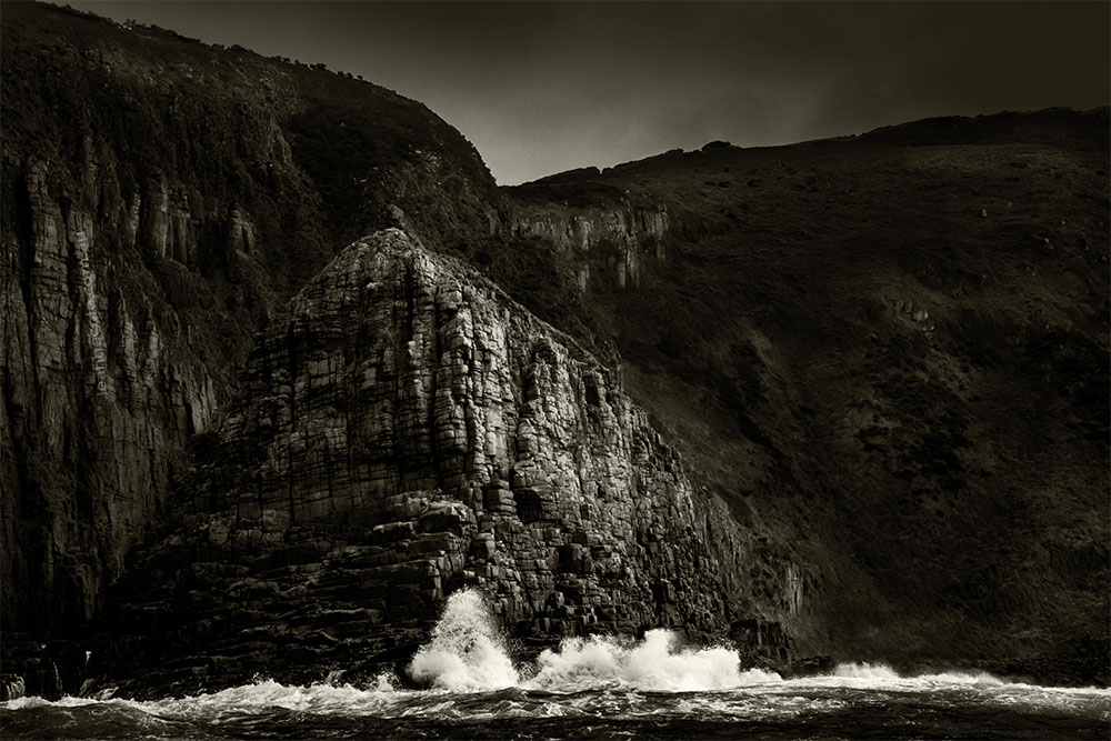cliffs-bruny-island-tasmania-monochrome