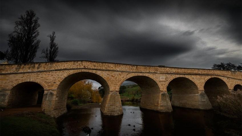 richmond-bridge-tasmania-stone-convicts