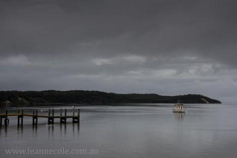 strahan-tasmania-boats-harbour-lighthouse-2792