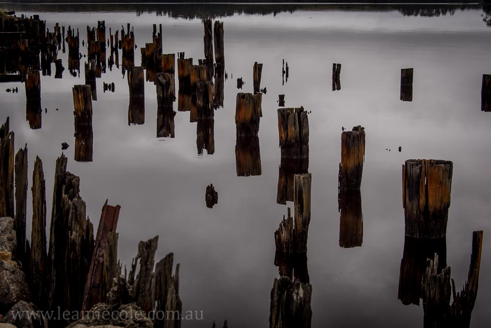 strahan-tasmania-boats-harbour-lighthouse-3082