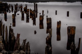 strahan-tasmania-boats-harbour-lighthouse-3082