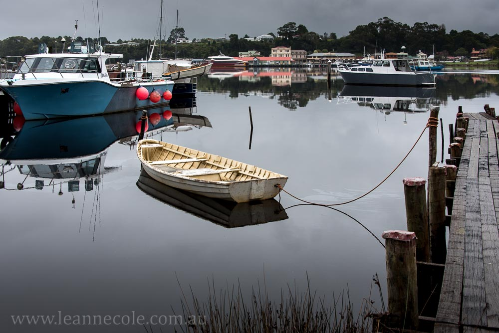 strahan-tasmania-boats-harbour-lighthouse-3166