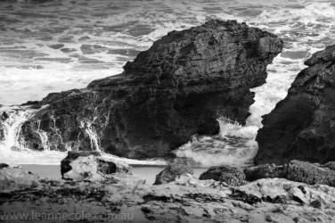 beach-sorrento-water-waves-rocks-4