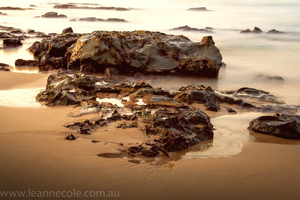 apollo-bay-sunrise-rocks-beach-1