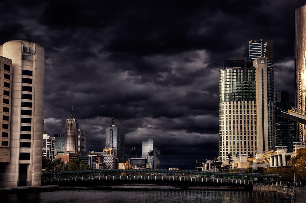 melbourne-skyline-city-overcast-river