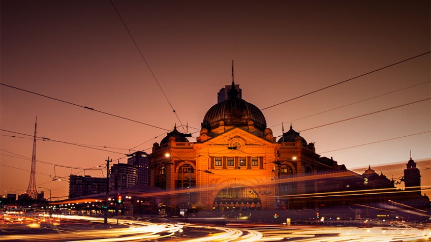 flindersstreetstation-light-trails-sunset-melbourne