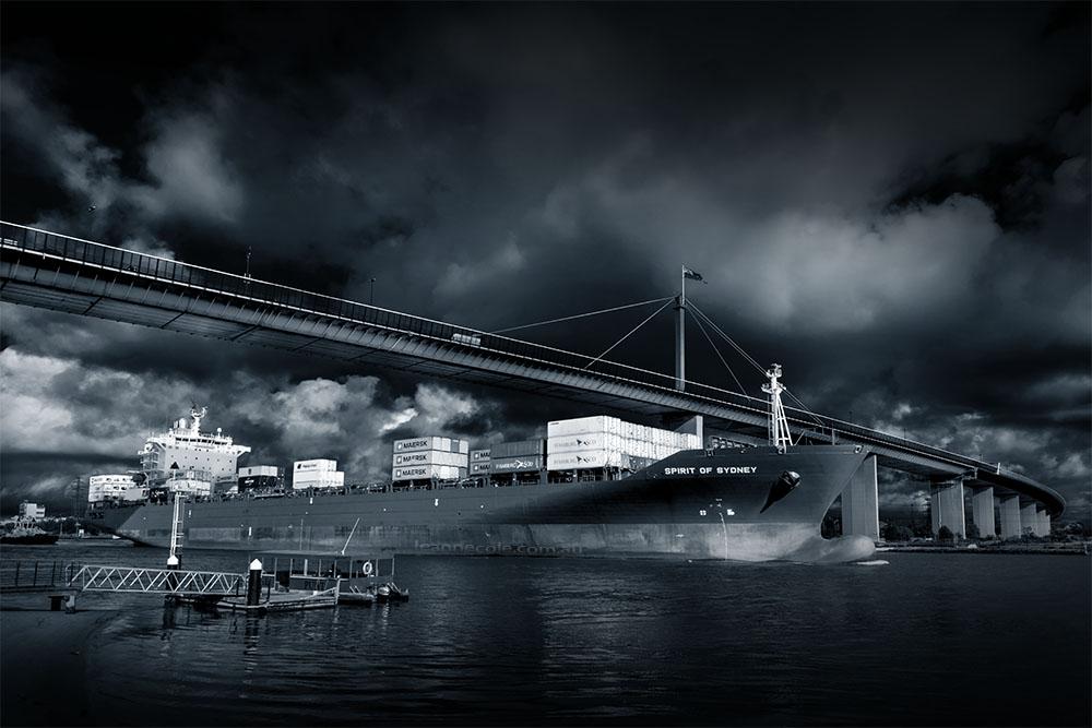 ship-westgate-bridge-melbourne-river