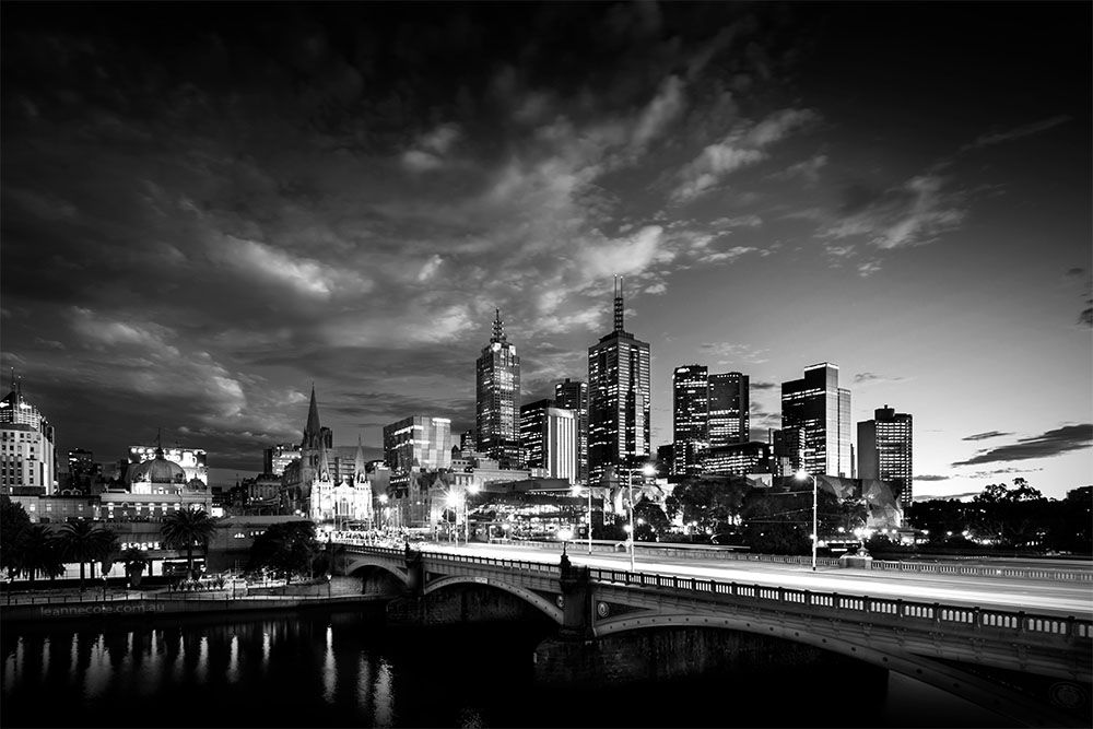 monochrome-melbourne-sunrise-cityscape-bridge
