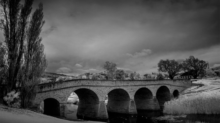 richmond-bridge-tasmania-infrared-monochrome
