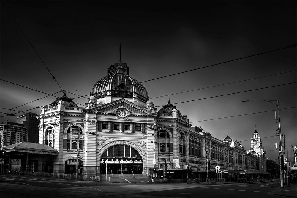flinders-street-station-melbourne-longexposure-monochrome