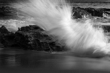 waves-crashing-rocks-water-sorrento