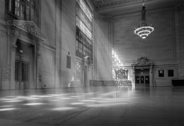 new-york-grandcentral-sunbeams-monochrome