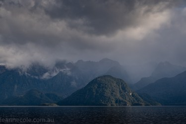 doubtfulsound-weather-waterfalls-newzealand-boat-0524
